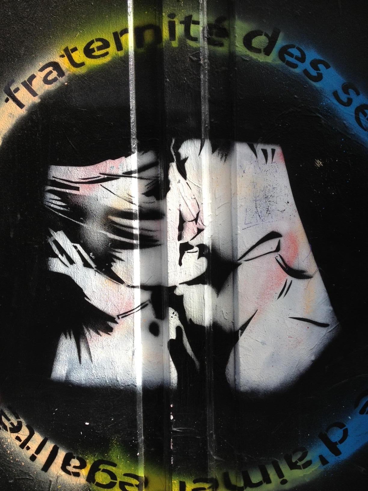 Kiss street art