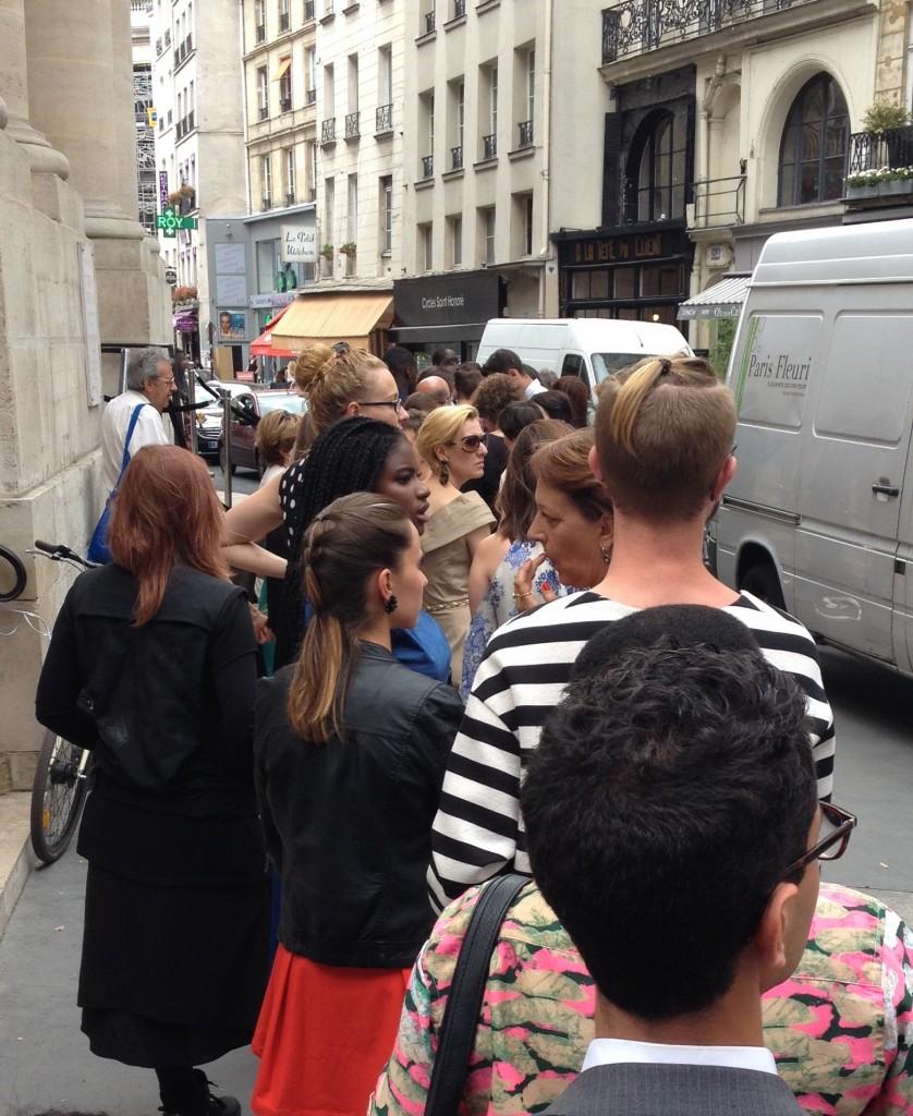 Attente fashion week Paris