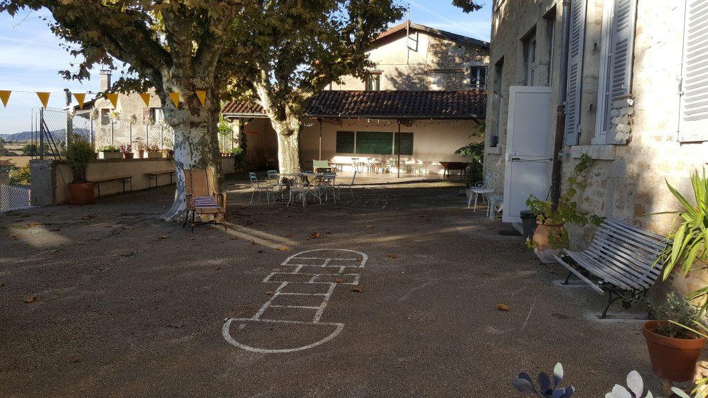 Cours de récréation Maison d'Ambronay